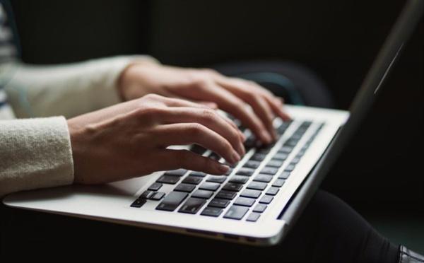 나는 온라인으로 매일글쓰기 모임을 한다. 매일 저녁 멤버들의 글을 읽는다.