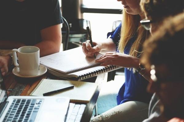 모임은 온라인으로만 진행된다. 직장이외의 다양한 사람들을 만날 수 있다.