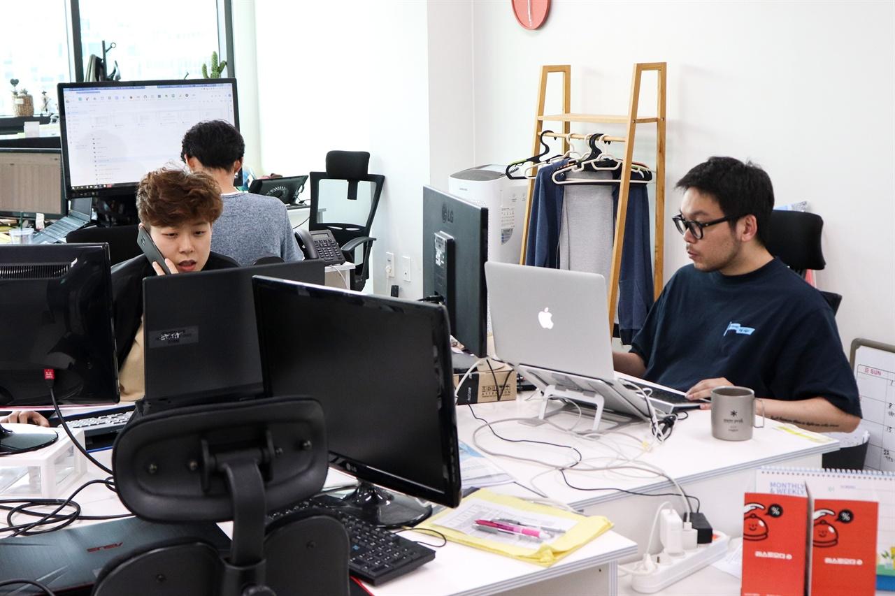 라스트오더에서 일하고 있는 직원들의 모습