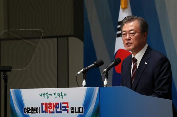 G20 정상회의 참석차 일본을 방문한 문재인 대통령이 27일 오후 오사카 한 호텔에서 열린 동포간담회에서 인사말을 하고 있다.