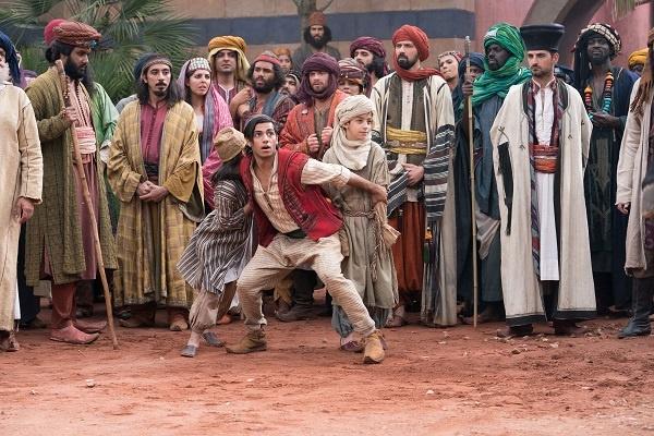 역주행 흥행 중인 <알라딘>의 한 장면