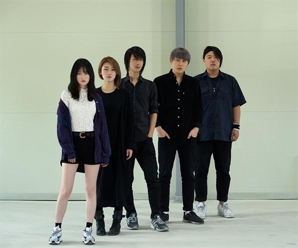 한수민(베이스), 이다예(피아노), 이인주(기타), 이동훈(보컬), 김배승(드럼)