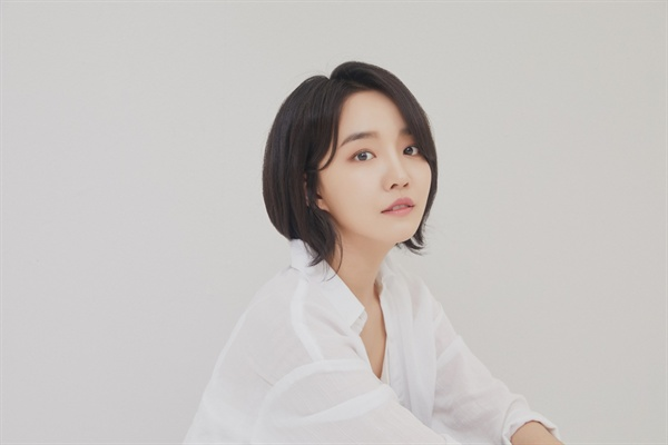 윤하 가수 윤하가 미니 4집 < STABLE MINDSET >으로 돌아왔다. 새 앨범을 소개하는 그의 인터뷰가 지난달 28일 오전 서울 서교동의 한 카페에서 열렸다. 타이틀곡은 '비가 내리는 날에는'이다.