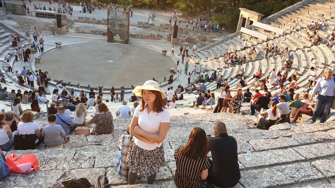 에피다우르스 극장에서 '문학의 숲' 북클럽을 운영한 지 8년 만에 그리스 비극을 직접 보러 왔다.