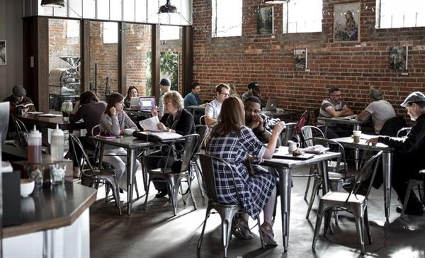 카페에서 떠드는 손님에 관한 문제, 그것은 카페를 개업하면서 현실적인 과제로 다가왔다.