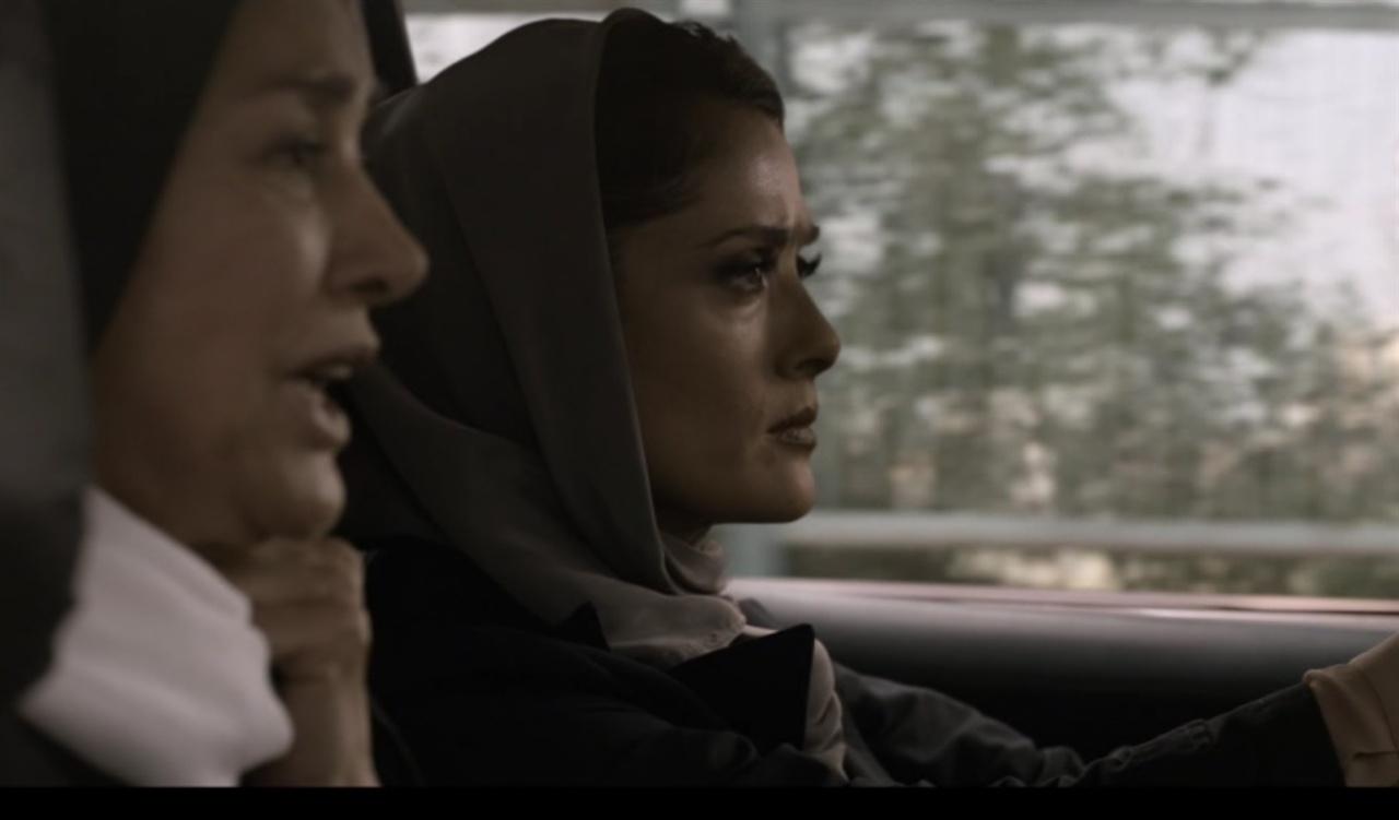 파네즈와 하비베의 대화 장면 납치 당한 이삭을 찾고자 이동 중인 자동차에서 이삭 아내 파네즈와 가정부 하비베가 대화하는 장면