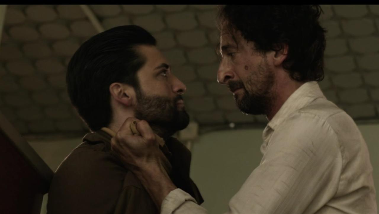 모르테자와 이삭 가정부 하비베 아들 모르테자와 이삭. 이삭이 감옥에서 빠져 나와 모르테자와 다투는 장면.