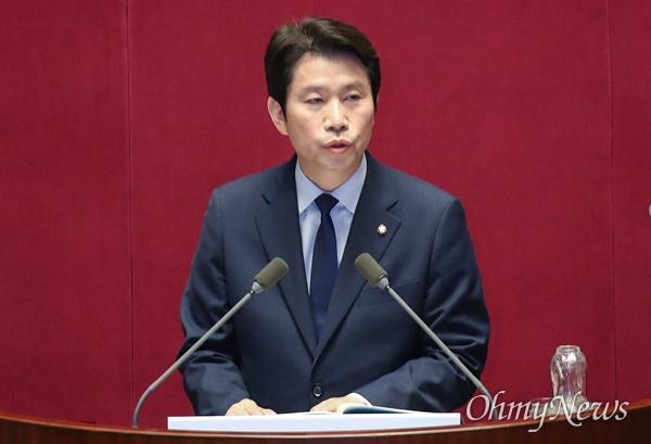 이인영 더불어민주당 원내대표가 3일 오전 서울 여의도 국회에서 열린 본회의에서 교섭단체 대표연설을 하고 있다.
