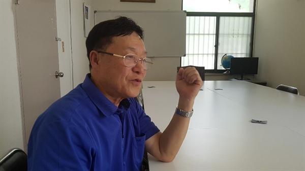 서울북부기술교육원 바이오메디텍 과정을 거친 전정남(68)씨가 2일 서울 상계주공2단지 아파트 관리사무실에서 <오마이뉴스>와 인터뷰를 하고 있다.