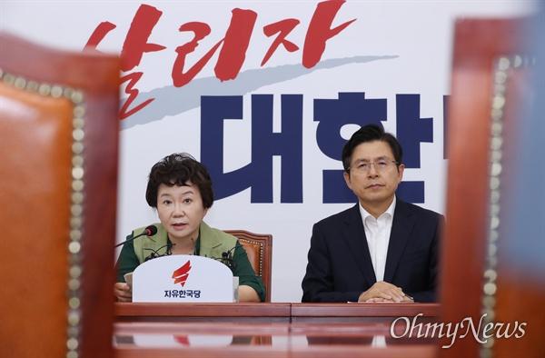 공개발언하는 정미경 최고위원 자유한국당 정미경 최고위원이 4일 오전 국회에서 열린 최고위원회의에서 공개발언을 하고 있다. 오른쪽은 황교안 대표.