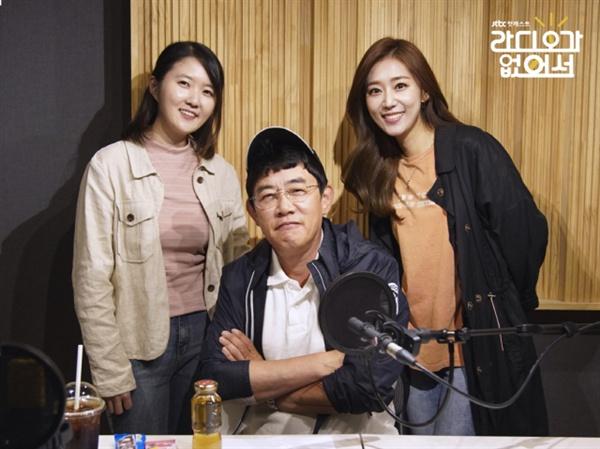 JTBC 팟캐스트 < 라디오가 없어서 >에 출연한 이경규, 방현영 PD(사진 왼쪽), 송민교 아나운서