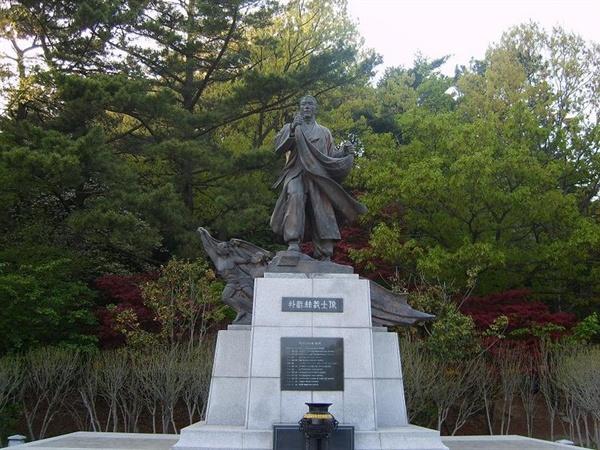 부산시 부산진구 초읍동에 있는 박재혁 동상.