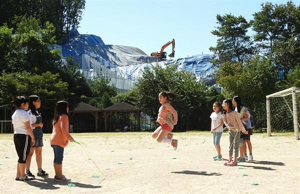 최병성 목사의 '난개발'에 맞선 싸움은 이곳 지곡초등학교 앞산에서 시작했다.
