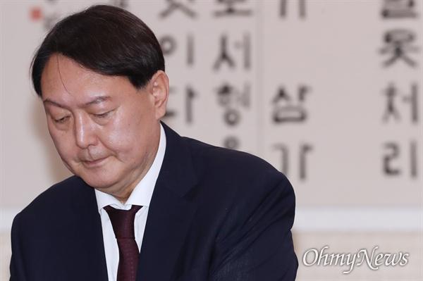 16일 임명이 재가된 윤석열 검찰총장. 사진은 지난 8일 국회 인사청문회 당시 모습.