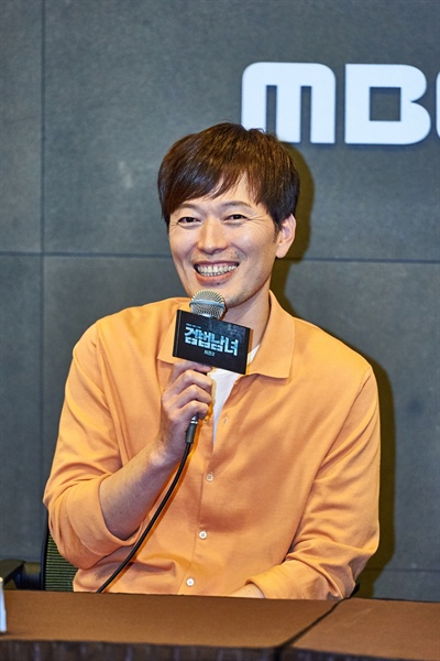 8일 서울 마포구 상암동 MBC 사옥에서 열린 <검법남녀2> 기자간담회에 참석한 배우 정재영이 기자들의 질문에 답하고 있다.