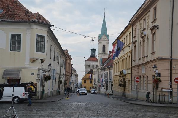 그라데츠 언덕. 언덕 위에 자리잡은 꽤 넓은 이 평지에서 크로아티아 역사가 시작되었다.
