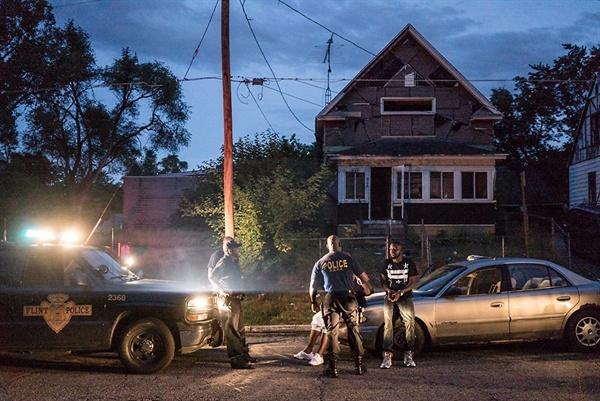 다큐 <플린트 타운(Flint Town)>의 한 장면