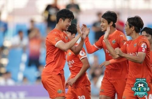 강원 FC 강원이 상주와의 K리그1 20라운드 홈경기서 4-0 대승을 거뒀다.