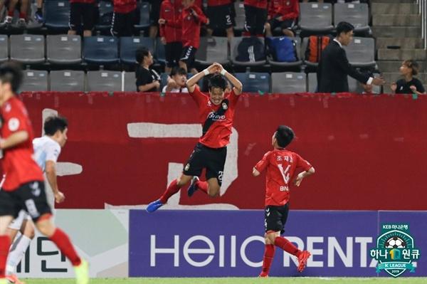 2019년 7월 9일 창원축구센터에서 열린 K리그1 경남 FC와 울산 현대의 경기. 경남 김효기가 득점 후 세리머니하고 있다.