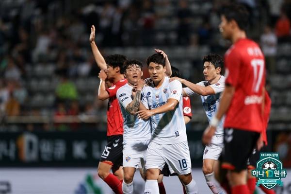 2019년 7월 9일 창원축구센터에서 열린 K리그1 경남 FC와 울산 현대의 경기. 울산 주민규가 득점 후 세리머니하고 있다.