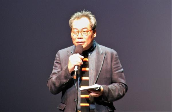 9일 부산 영화의전달에서 열린 14회 부산국제어린이청소년영화제 개막식에서 인사말을 하고 있는 김상화 집행위원장