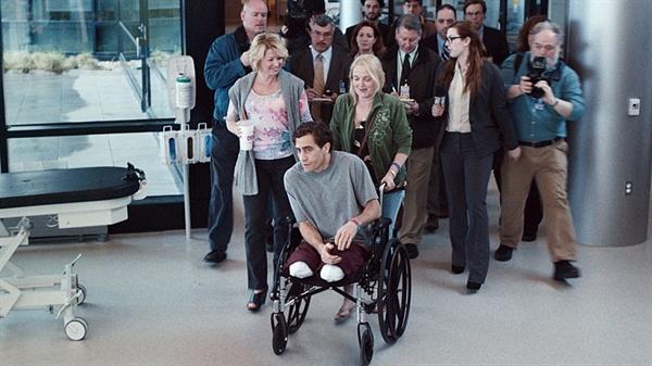 보스턴 테러 이후 영웅이 된 소시민 제프 바우만. 영화 <스트롱거>의 한 장면.