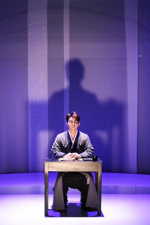 뮤지컬 <구: 도깨비들의 노래> 공연 중 장면. 김구(김창수) 역의 배우 왕시명.