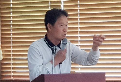 주민 54명 중 13명 암으로 사망 사업설명이 끝나자 주민 A씨는 안동시의 각종 사업으로 인해 피해만 당하고 있다고 사업결사반대를 주장했다.