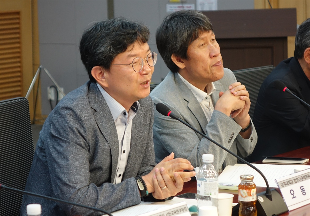 제2발제자 오동석 교수 왼쪽이 오동석 교수, 오른쪽이 좌장 김동춘교수
