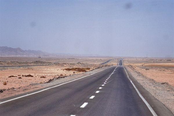 후르가다에서 카이로로 가는 고속도로.