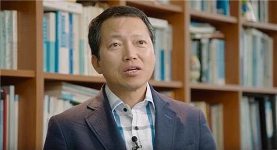 박남기 교수는 출신대학으로 사람을 차별하는 현실을 바꾸기 위해 '학벌철폐법'을 도입하자고 제안했다.