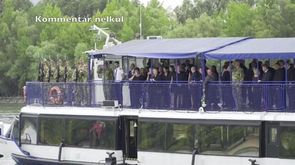 지난 11일 헝가리 유람선 허블레아니 사망 선원들을 추모하는 선상 장례식이 다뉴브강에서 열렸다.