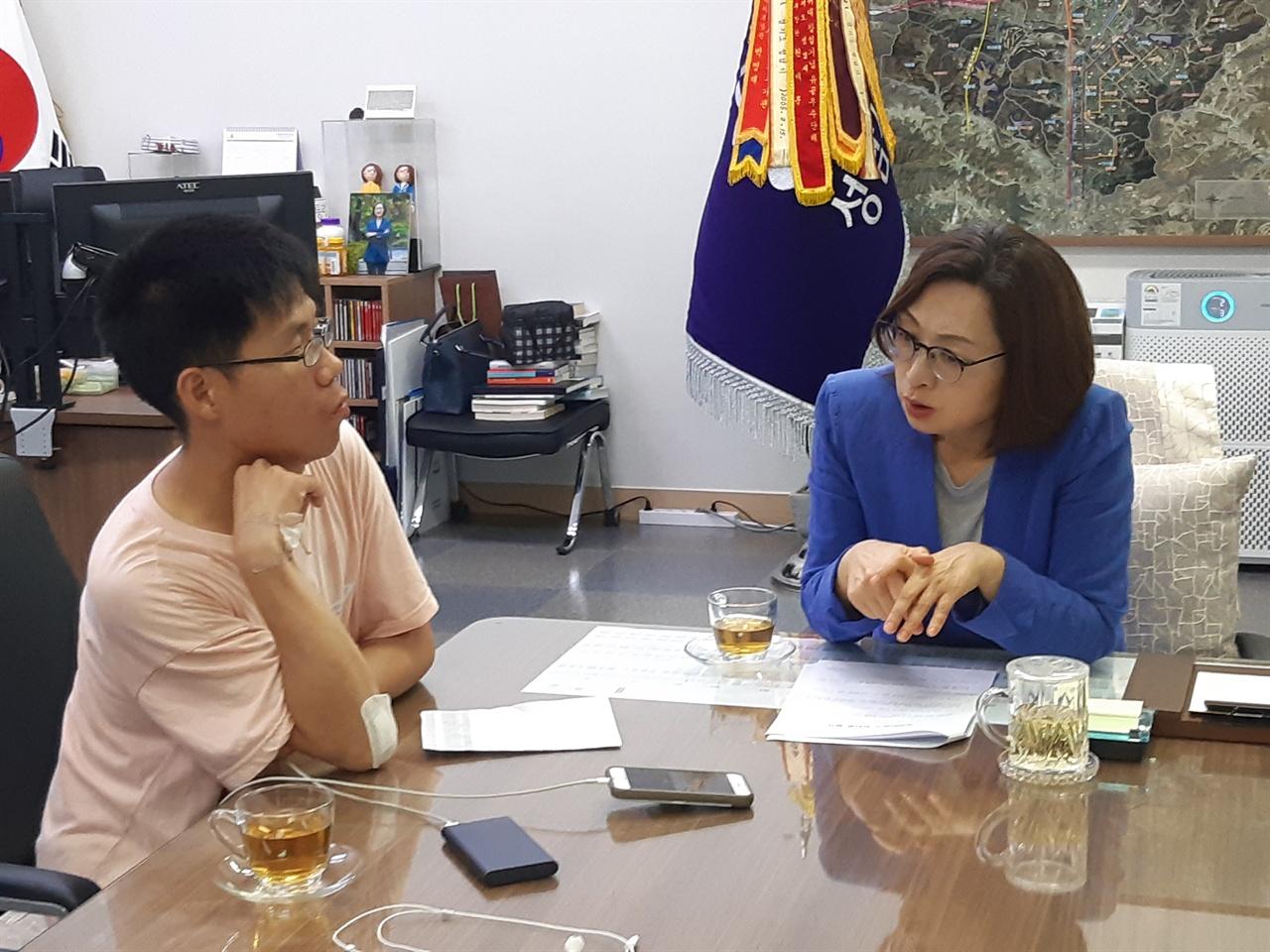 은수미 성남시장이 <오마이뉴스>와 인터뷰를 하고 있다.