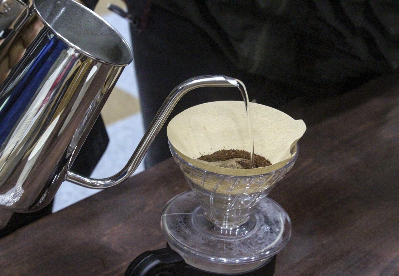 커피에 관한 다양한 설명을 듣고 직접 드립을 하고 마셔보는 시간이 의미있다.