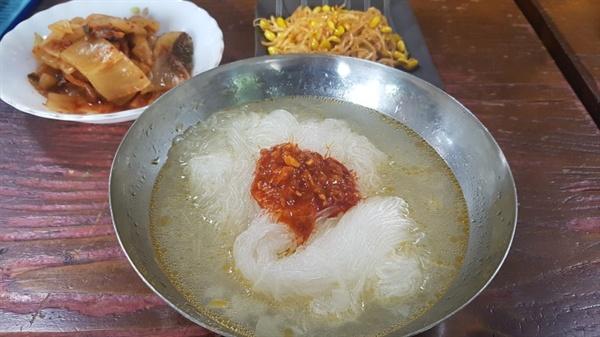 북한 양강도 음식인 감자국수. 감자 녹말로 만든 국수입니다.