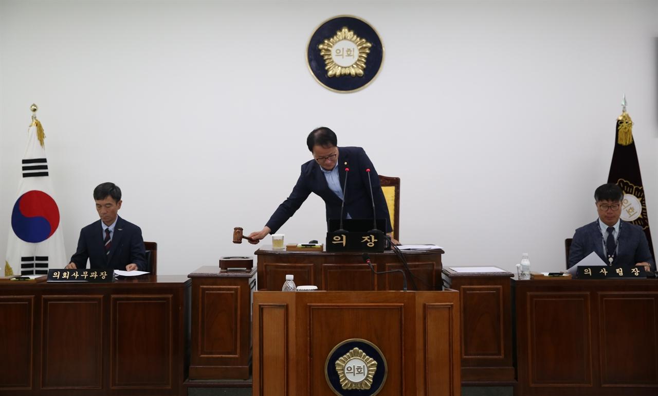 지난 달, 서천군의회가 본회의를 열고 있다.