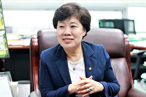 15일 <인터넷언론인연대>와 인터뷰중인 조배숙 의원
