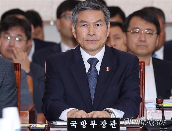 법사위 출석한 정경두 장관 정경두 국방부 장관이 16일 오후 국회에서 열린 법제사법위원회 전체회의에 출석해 있다.