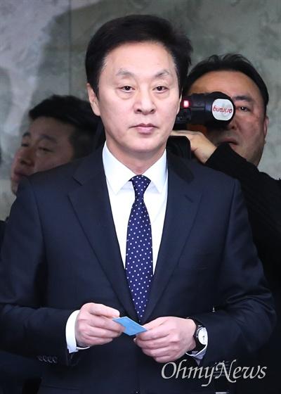 정두언 전 의원이 16일 서울 서대문구 홍제동의 한 아파트 인근 산에서 숨진 채 발견됐다. 경찰은 사망 경위 등을 파악하고 있다(자료사진).