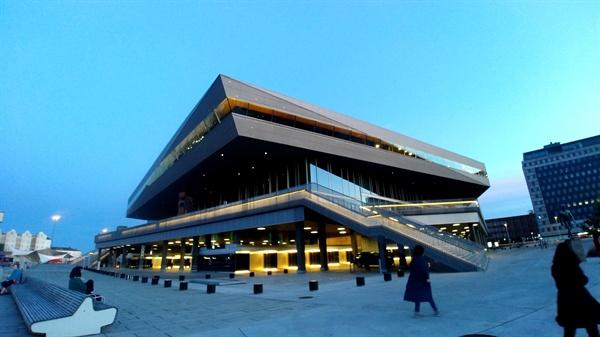 덴마크 도켄 도서관.