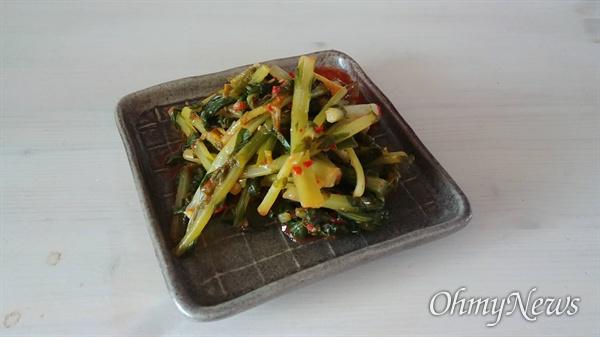 아삭아삭 하니 맛이 들기 시작한 열무김치가 반찬으로 올라왔다.