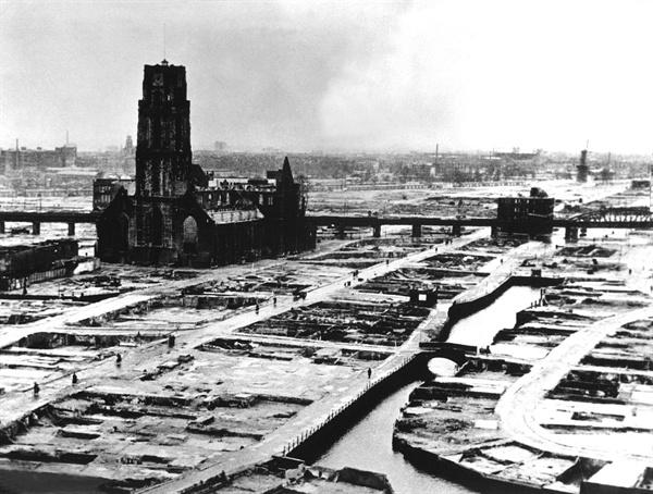독일 공군 폭격으로 폐허가 된 로테르담. 1940년