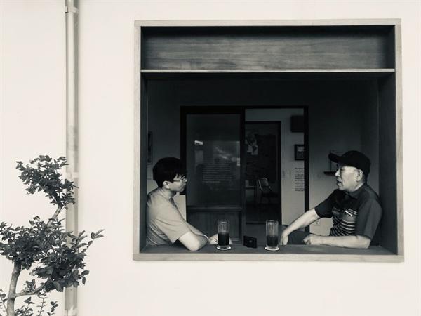 제주 '수상한 집' 프로젝트를 함께한 변상철 '지금여기에' 사무국장(좌)과 강광보씨