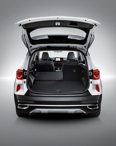 기아자동차의 소형 스포츠유틸리티차량(SUV) 셀토스의 트렁크 모습.