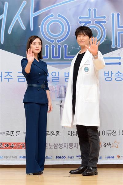 의사요한 SBS 새 금토드라마 <의사요한>의 출연배우들이 포즈를 취하고 있다.