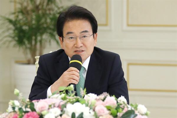 민주평화당 정동영 대표가 18일 오후 청와대에서 열린 여야 5당 대표를 초청한 '정당대표 초청 대화'에서 발언하고 있다.