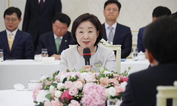 정의당 심상정 대표가 18일 오후 청와대에서 열린 여야 5당 대표를 초청한 '정당대표 초청 대화'에서 발언하고 있다.