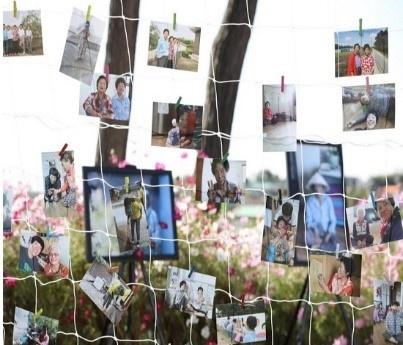 마을 어르신들이 찍은 사진 전시회의 일부.
