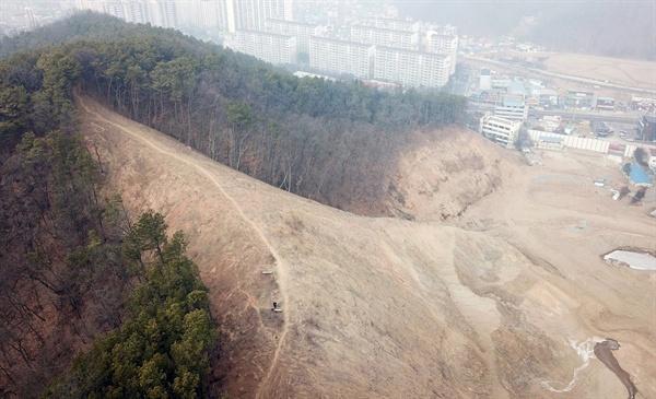 물류창고 짓는다며 산 정상의 등산로까지 파괴한 막개발 현장