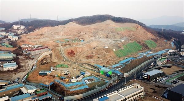 경기도 광주시의 물류단지 공사 현장. 이렇게 숲을 파괴해야만 물류단지가 가능할까?